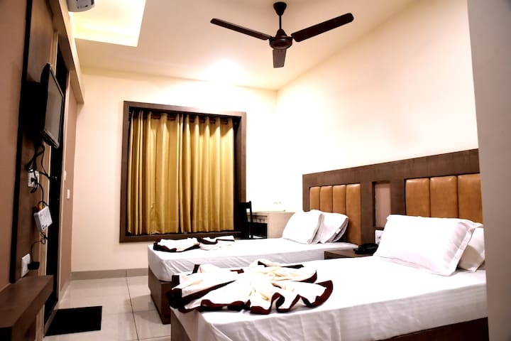 AC Executive Twin Room @Haldwani