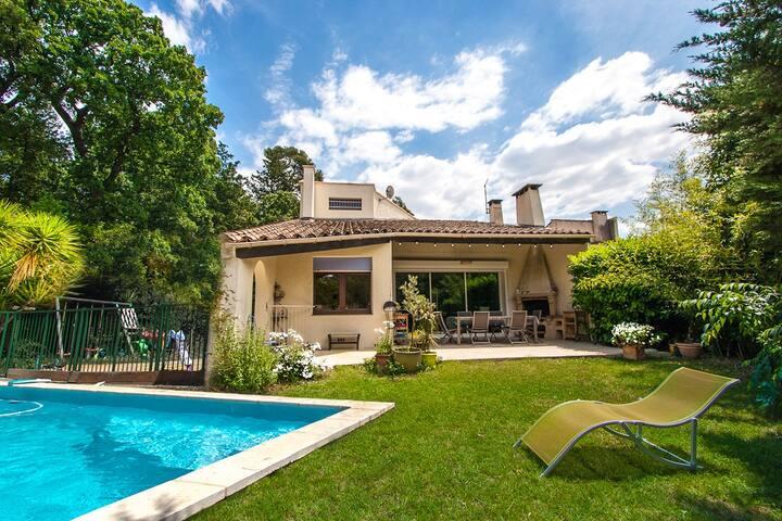 Villa 130m2 4ch piscine et jardin maisons louer for Jardin 130m2