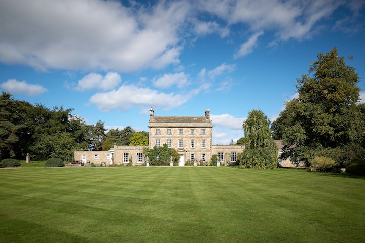 Rent Patrick Brompton Hall Country House+grounds