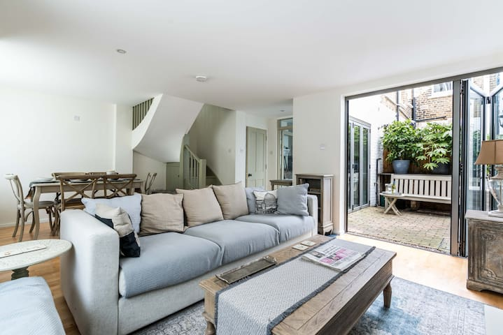 NEW Sleek & Cosy 3BD Mews House In Vibrant Kew