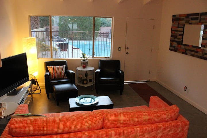 Newly Remodeled 1 bdrm Apt w/pool - Palm Springs - Pis