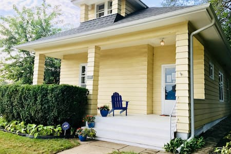 Dundee Charm – Bestselling Airbnb in Omaha