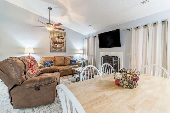 Indoor/Outdoor Pools | Hot Tub | Wi-Fi | Golf | Close to 76 (181118)