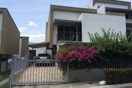 Hermosa Casa en Ciudadela Premium - San Jeronimo - Rumah
