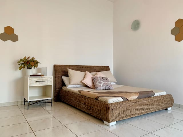 Peaceful double room in unique Villa near beach