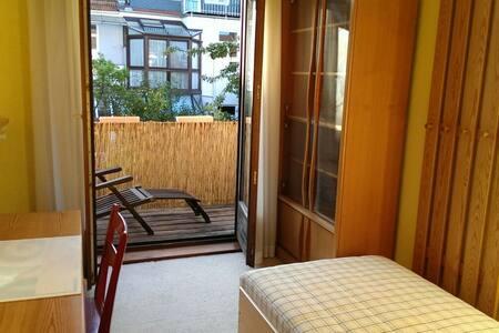 Kleines Gästezimmer mit Balkon  - Bremen  - House