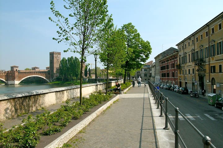The renovated house on the river - Verona - Appartement