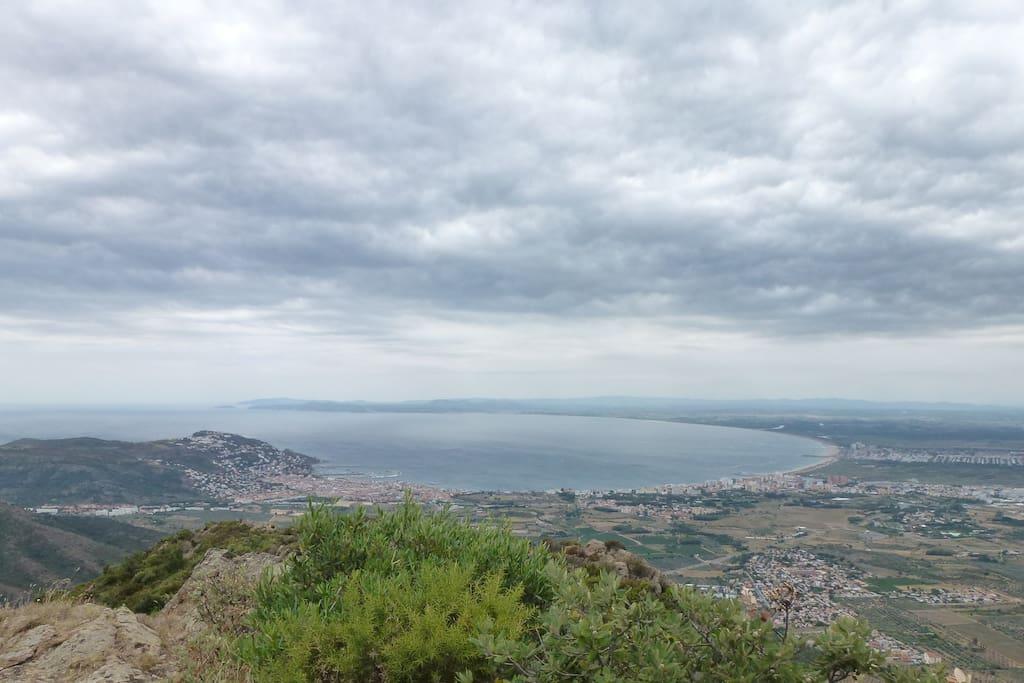Baie de Rosas depuis le dessus de notre colline (20' de marche depuis la maison)
