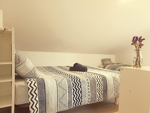 Boaola Surf House- Maeli priv. apartment (Razo)