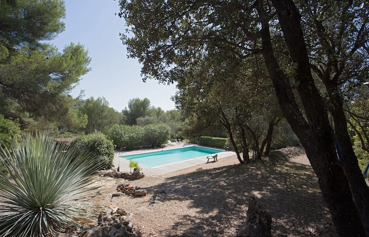 Villa de plain pied dans pinède 2km plages