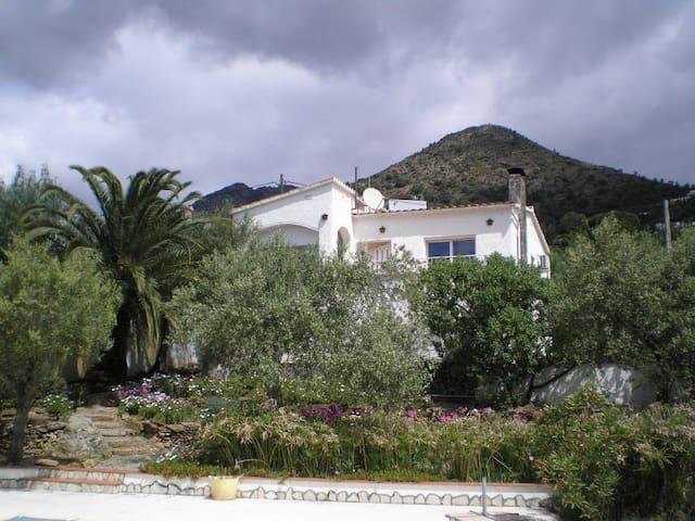 Villa sur terrain privé de 1200m²