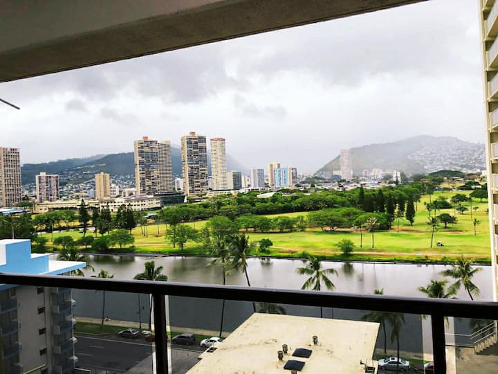 Free parking   For Newly renovated  Apt in waikiki
