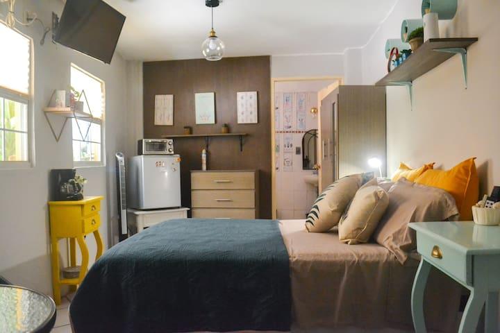 Habitación sencilla con entrada independiente