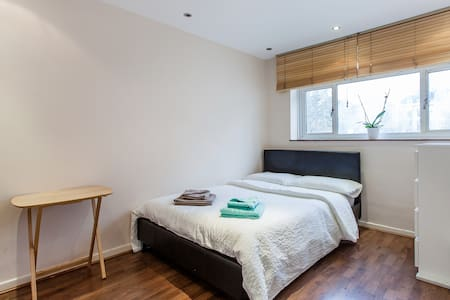 Warm and Joyful Place in Victoria! - London - Apartment