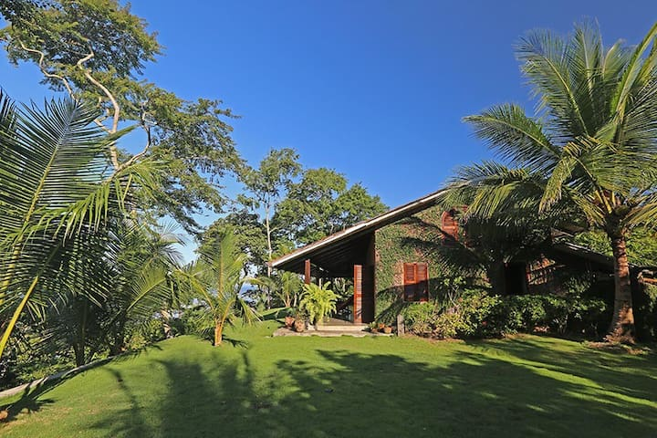 Bahia Los Almendros , Beach Home - Manzanillo - Rumah
