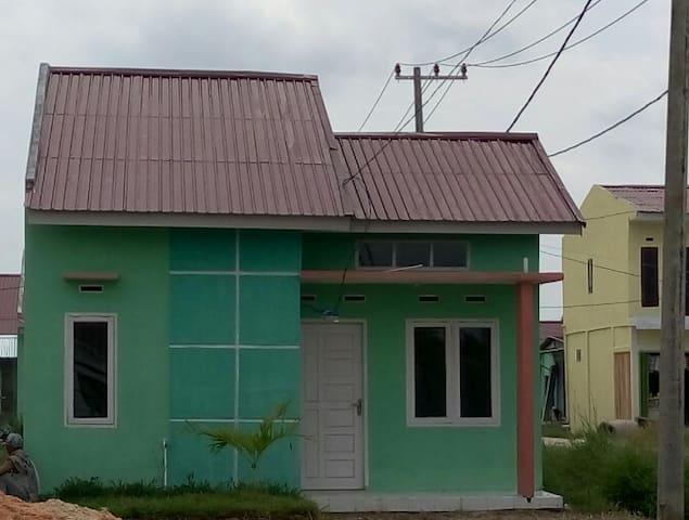 Kamar Murah dan Bersih di Kubang Pekanbaru - Kuantan Singingi Regency - Lejlighed