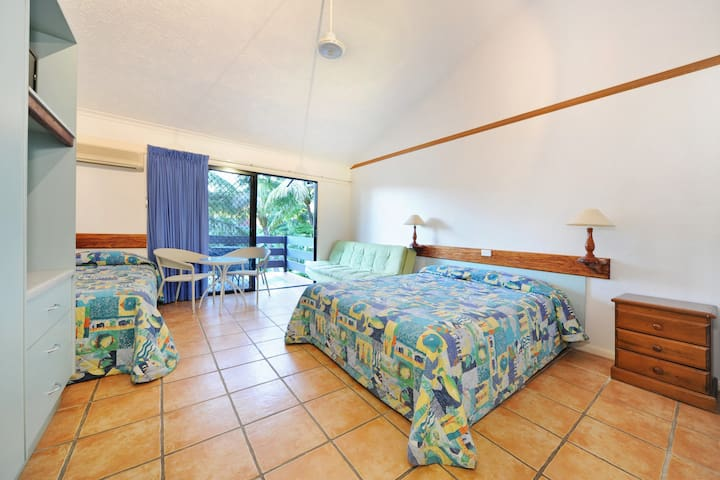 Central, Quiet, Airlie Beach Self Contained Studio