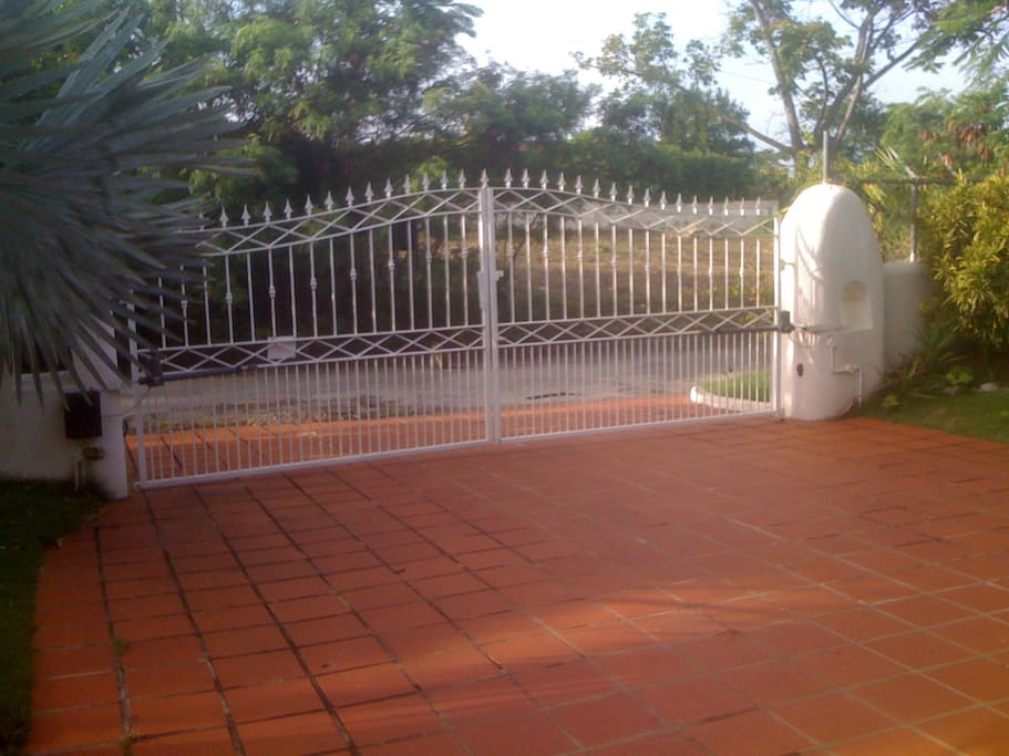FRONT ELECTRIC GATES TO PROPERTY