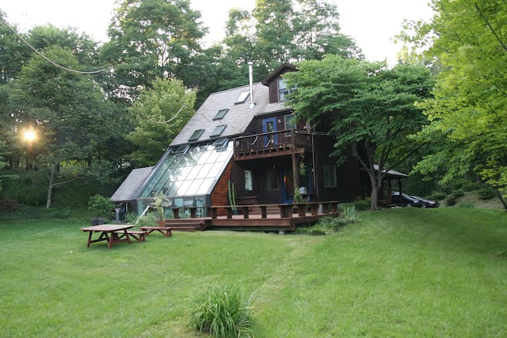 Beautiful Eco House in the Woods w/ EV Charging