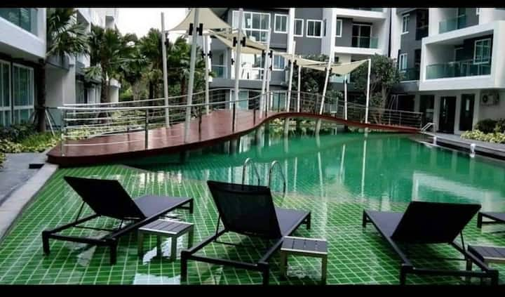 Pool view without sunshine @ The feelture jomtien