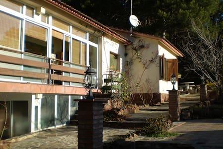 Acogedor chalet rural en Prades  - Haus