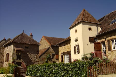 Tourenne  in Couches Burgundy