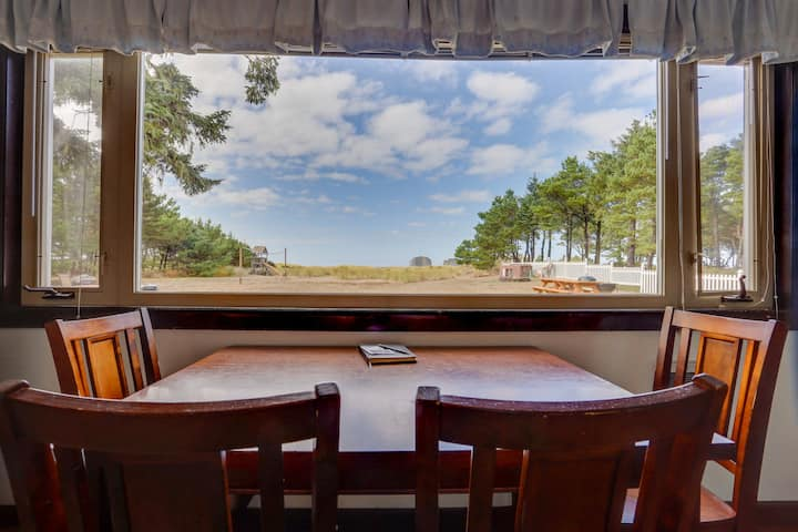 Dog-friendly oceanfront cottage w/ views of Twin Rocks & direct beach access