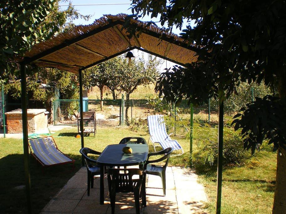 giardino antistante