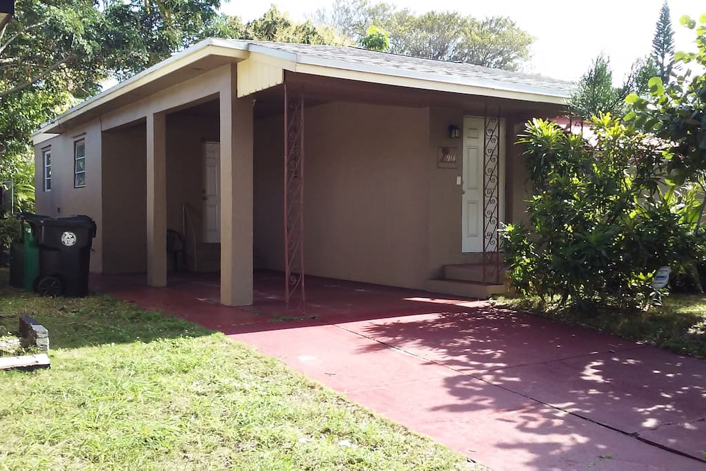 3 Bedroom 2 Bath House Near Beach Houses For Rent In Lake Worth Florida United States