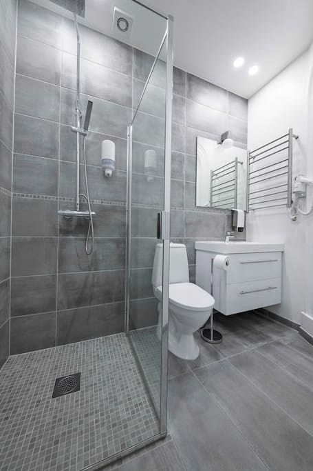 1 Shower/WC