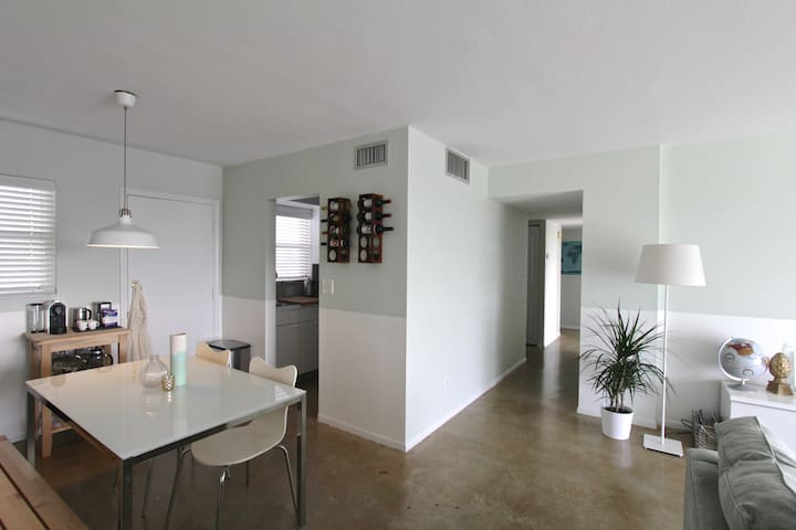 Modern Trendy Condo w/ Great View - Pompano Beach - Apartment