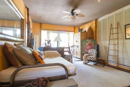 BAMBOO ROOM N LUSCIOUS GARDEN HOME & BIKE TO BEACH - Naples - Hus
