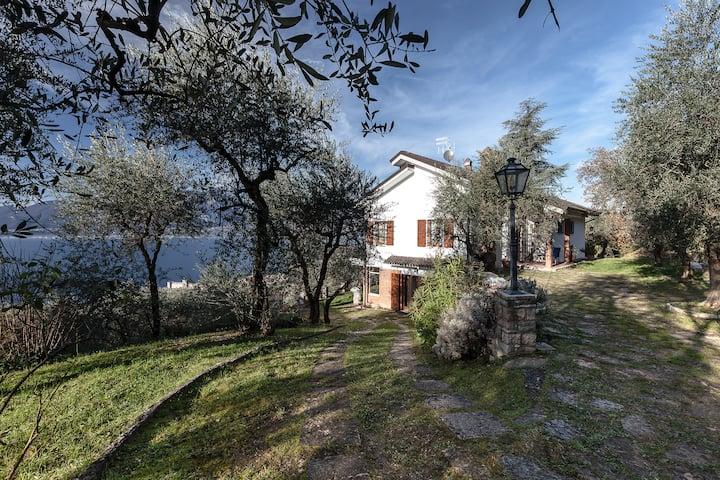 VILLA I GELSOMINI LAKE OF GARDA ITALY 6 BDR GARDEN