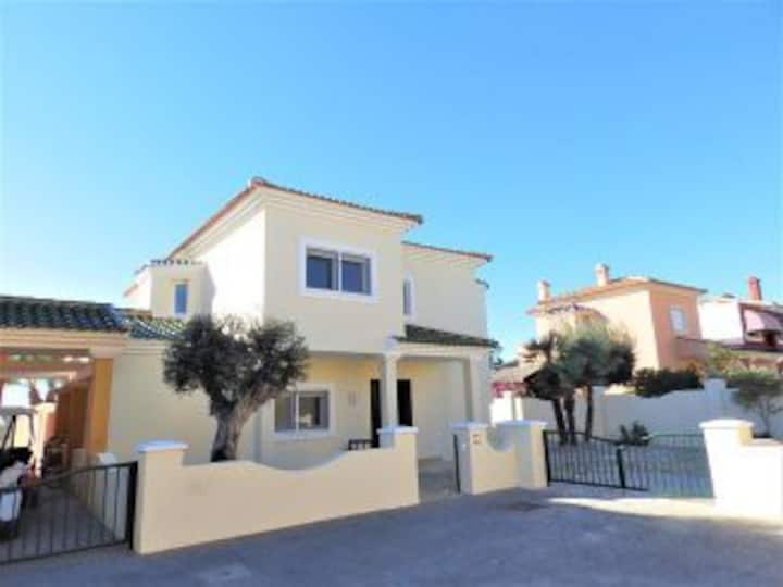 4  bedroom Villa with private pool and jacuzzi