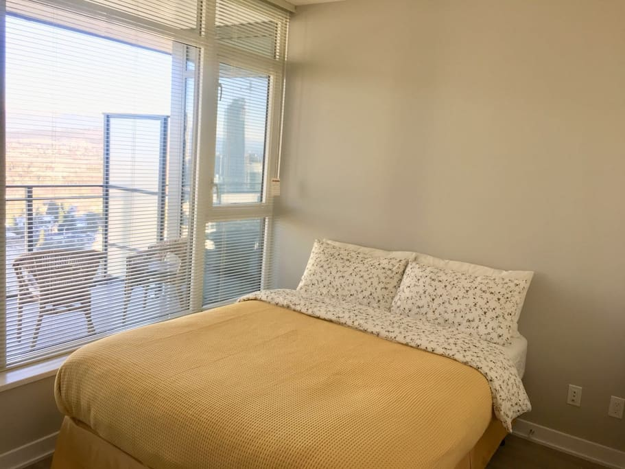 Bedroom with queen size bed+medium firm mattress.Look the window!You will wake up with the amazing mountain lake view!