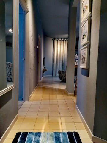 Entrance hallway to The Napping House 公寓的入口。