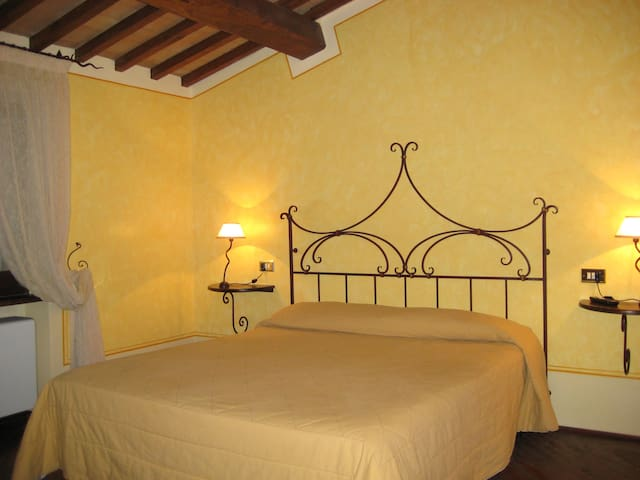 Camera con bagno trevi centro - Trevi - Bed & Breakfast