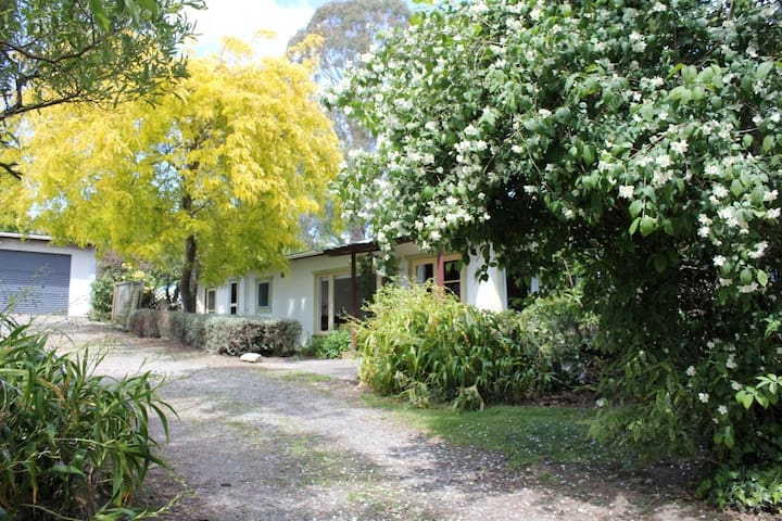 Quail Cottage - rural and sea views - Lower Moutere - Dom