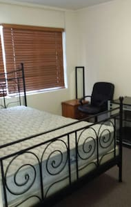 Guest rooms available for holidays - Mount Warren Park - Casa