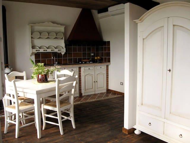 appartamento bianco versione estiva...la cucina