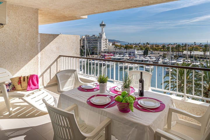 Apartment overlooking the sea and the port of Empuriabrava