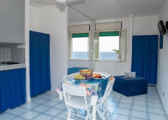 Appartamenti vista mare x 2 persone - Ustica - Apartment