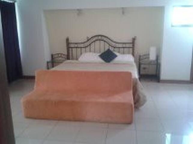 Hacer que se sienta  en Casa - San Rafael de Escazu - Bed & Breakfast