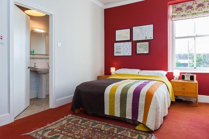 En-suite double in family home - Penarth - House