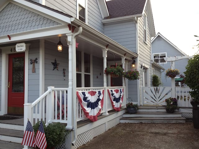 Charming 1895 Historic Home - Independence