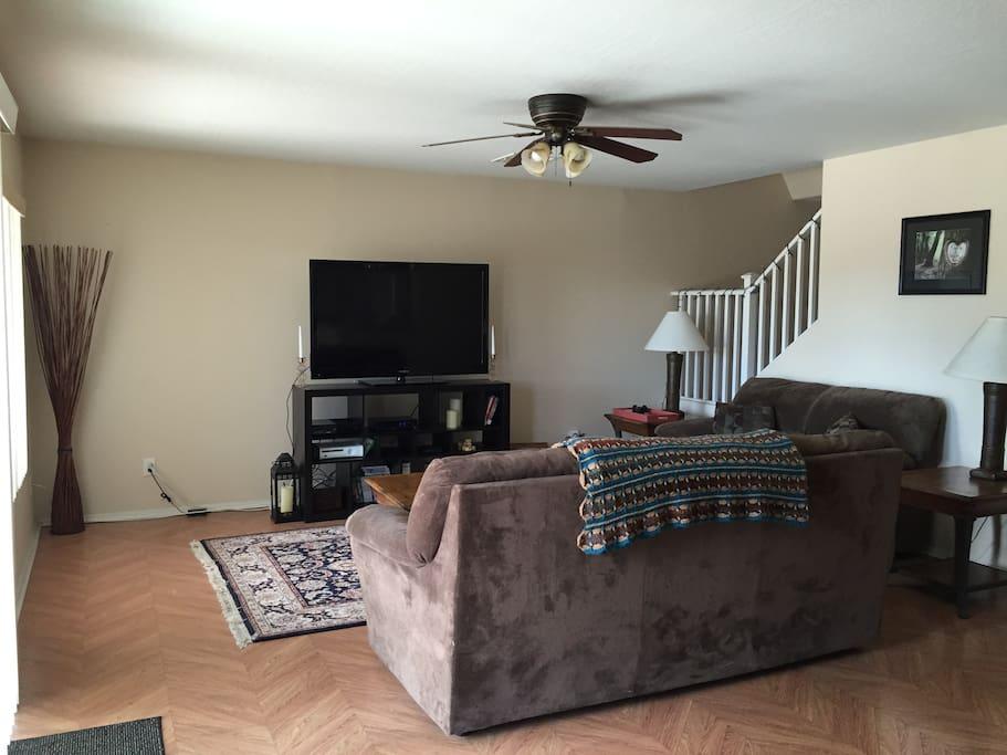 Living Room w/ 54-in HDTV