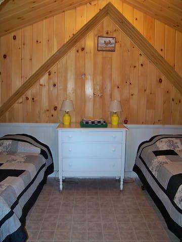 2 twins bedroom