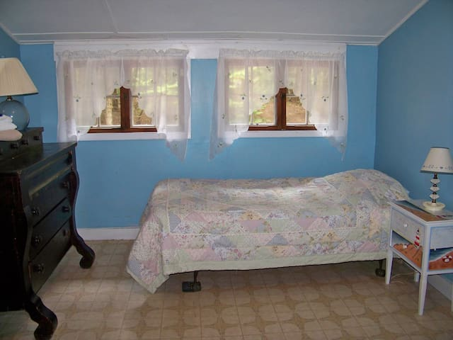 bedroom with 3 twins