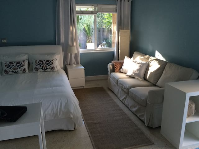Cute apartment east Fort Lauderdale - Форт-Лодердейл - Дом