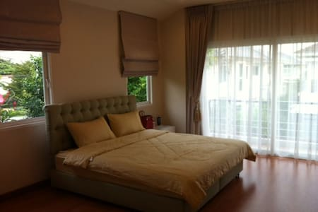 Single House 200 sqm. 3 bed 3 bath  - Rangsit - Hus